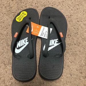 NWT Nike Thong Sandals